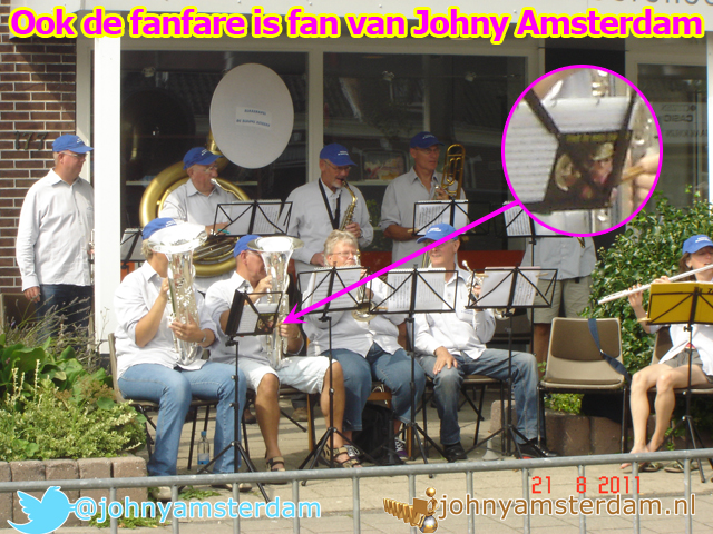 Ook de fanfare is fan van Johny Amsterdam
